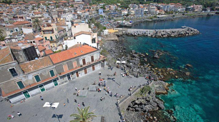 Foto Catania sul mare: sole alla Playa o un tuffo alla scogliera?