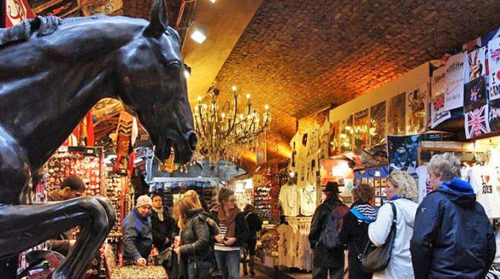 Foto Londra: shopping nei mercatini