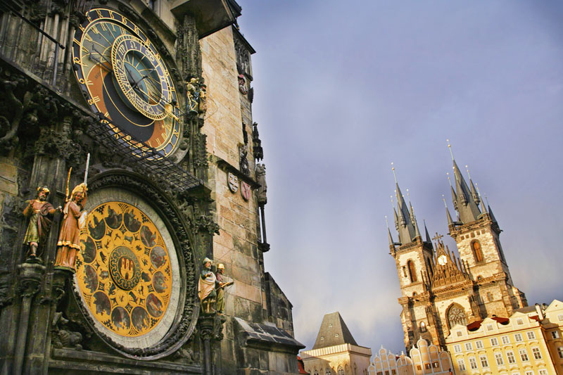 Praga: sotto l'orologio della Città Vecchia