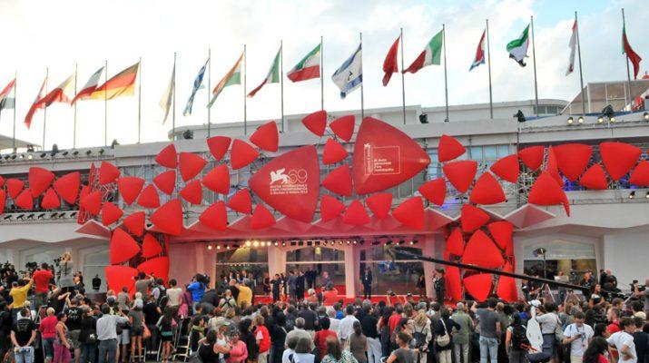 Foto Venezia si accende: al via la Mostra del Cinema