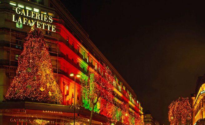 Foto A Parigi, per fare shopping con i saldi