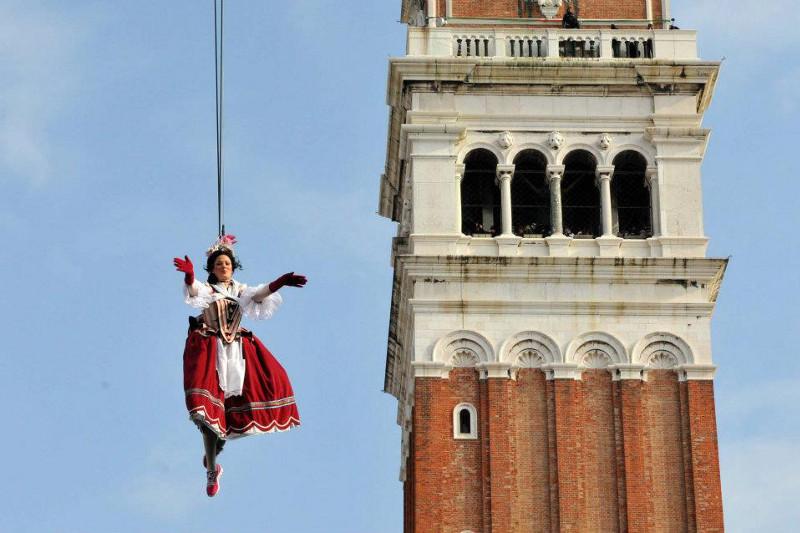 Carnevale di Venezia 2013: coriandoli e colori