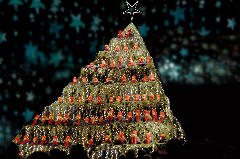 Albero Di Natale Zurigo.Zurigo Mercatini E Cori Sull Albero Foto Dove Viaggi