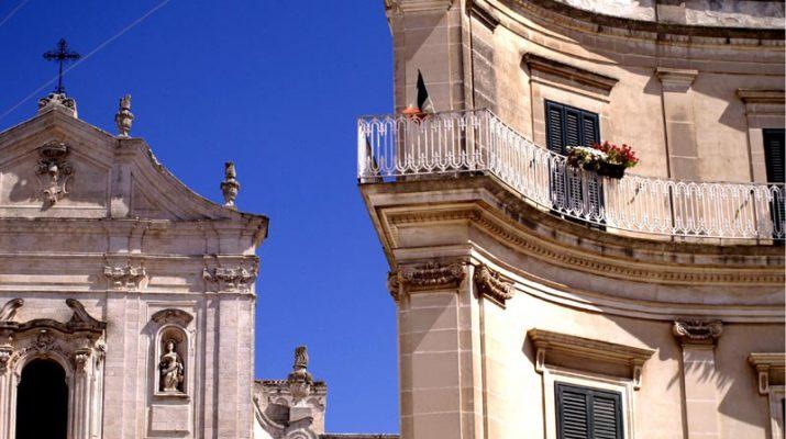 Foto Martina Franca: dal Barocco al bocconotto alla crema