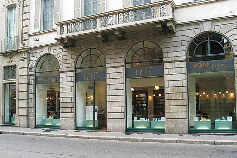 Shopping nelle boutique giovani della vecchia Milano