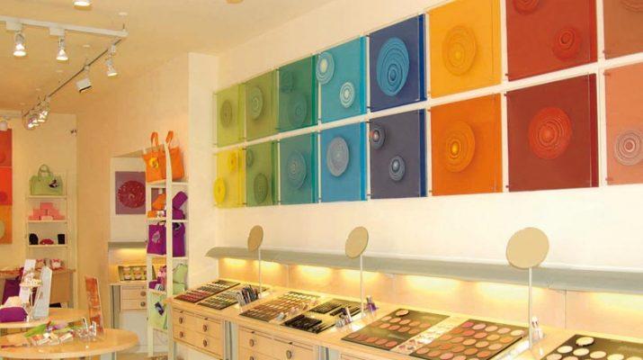 Foto Shopping nelle boutique giovani della vecchia Milano