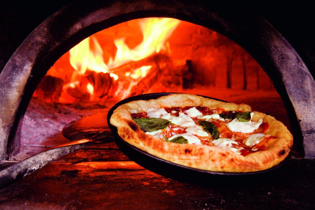 A Napoli per la pizza… co' 'a pummarola 'n coppa