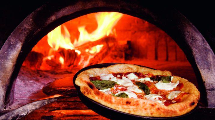 Foto A Napoli per la pizza... co' 'a pummarola 'n coppa
