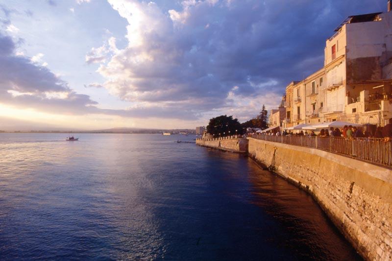 Uno scorcio di Ortigia al tramonto
