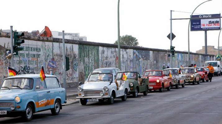 Foto Berlino d'epoca: tour in Trabant