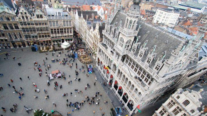 Foto Nella Grand Place, il cuore fiorito di Bruxelles