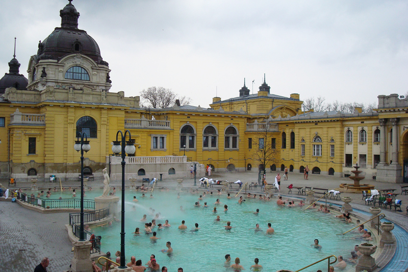 Bagni Termali Di Rudas Budapest : Tuffi e passatempi nelle acque di budapest gallery immagine
