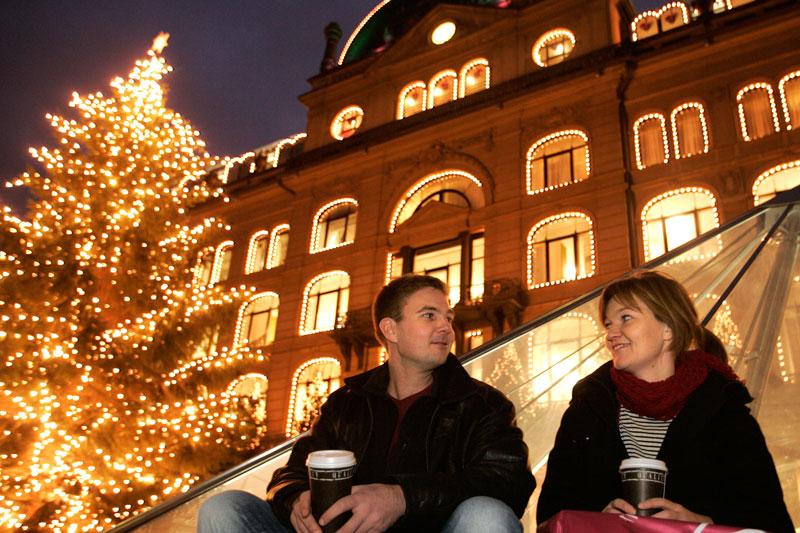 Copenhagen in festa, tra mercatini hippie, giostre e birre di Natale