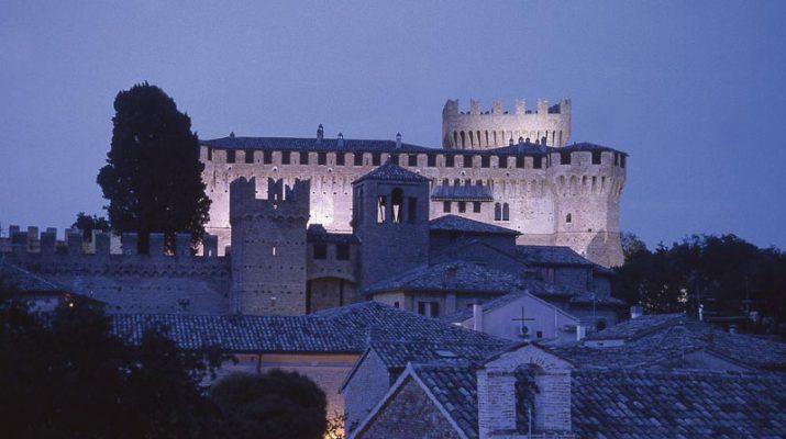 Foto Al Castello di Gradara come Paolo e Francesca