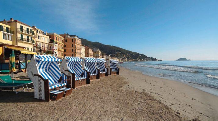Foto Liguria: spiagge aperte anche in inverno
