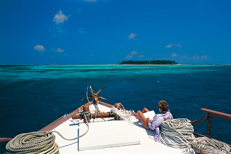 Maldive in barca, a fior di reef