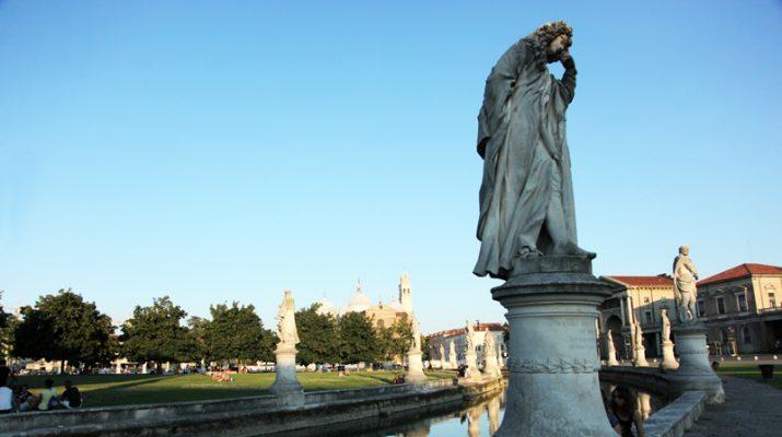 Foto Padova inedita, quando la guida è un barcaiolo