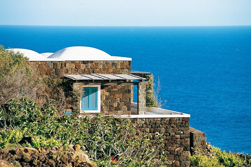 Pantelleria: un pezzo d'Africa in Italia al profumo di ...