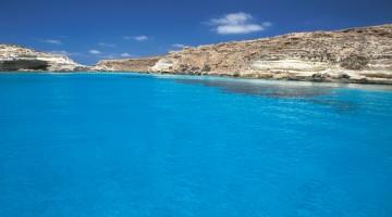 Limpide e turchesi le acque al largo di Lampedusa, nel sud della Sicilia