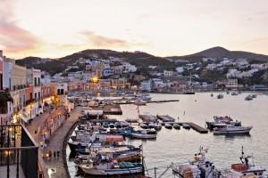 Ponza, l'isola selvaggia amata dai vip