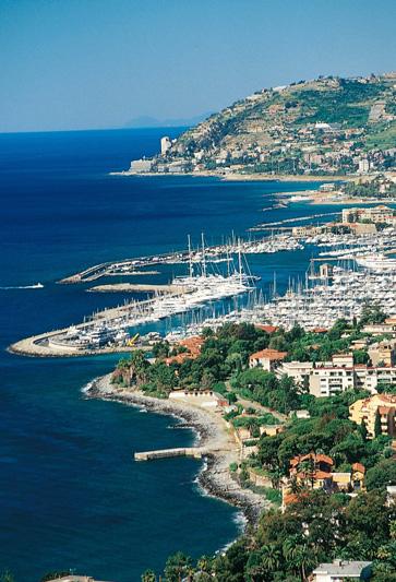 Liguria by night in Riviera, la California dreaming italiana