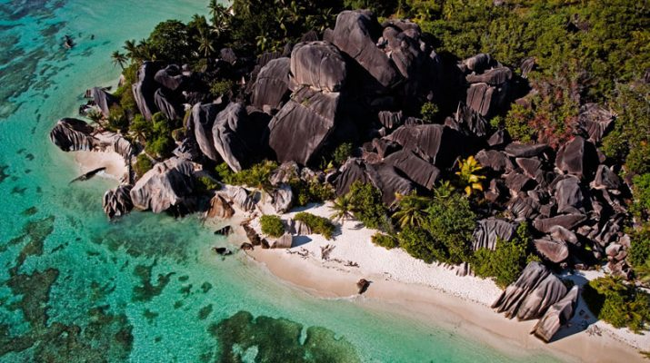 Foto Seychelles d'estate, tra surf e natura