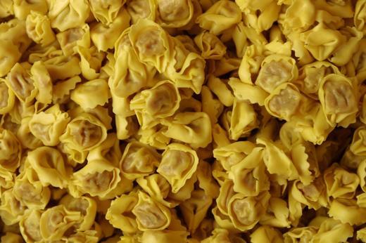 Foto Il cenone fatto a mano: tortellini, l'arte sottile