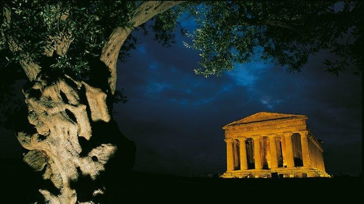 Foto Agrigento: la Valle dei Templi by night