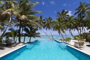 L'infinity pool aperta sull'oceano del Little Polynesian Resort di Titikaveka, Rarotonga