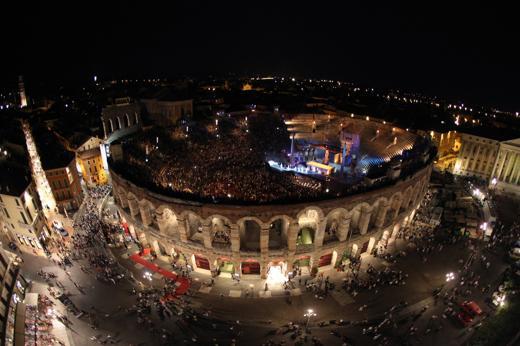 Foto Arena di Verona: Ballo in maschera per il Festival del Nuovo Secolo