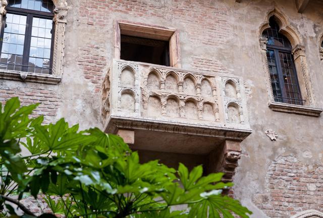 Arena di Verona: tour romantico tra Romeo, Giulietta e Valpolicella