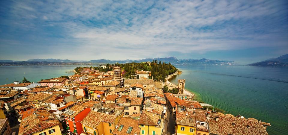 Bella vita tra laghi e monti: i 10 borghi più felici d'Italia