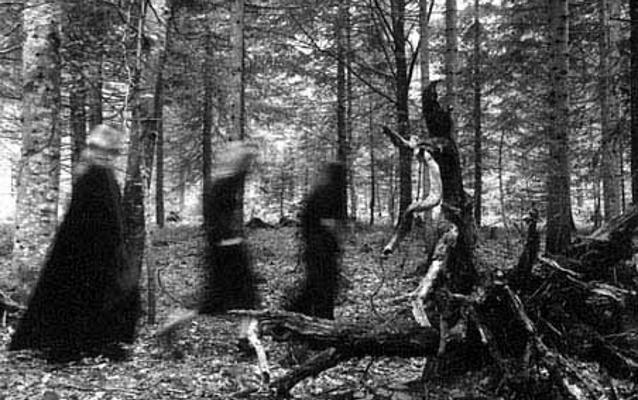 Foto Le streghe son tornate. Ad Alba il folklore si fa alta moda