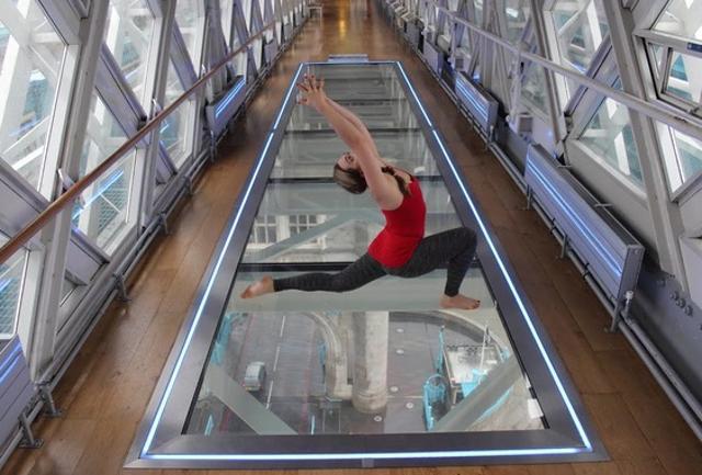 Londra: yoga da brivido sul Tower Bridge