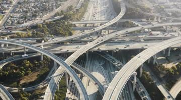Aerial-view-of-complex-highway-interchange-in-Los-Angeles-ThinkstockPhotos-126512021-kP7D-U43070673913217tDB-960×451@Viaggi-Web