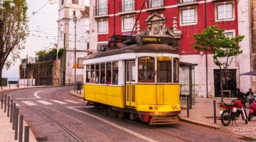 tram-lisbona-thinkstock-U430001301016877lQE-U43080156465624AwD-960×451@Viaggi-Web