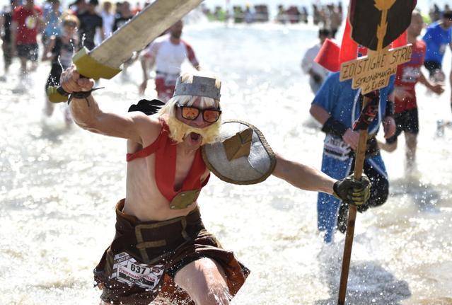 Ostacoli e travestimenti:    la pazza corsa  StrongmanRun