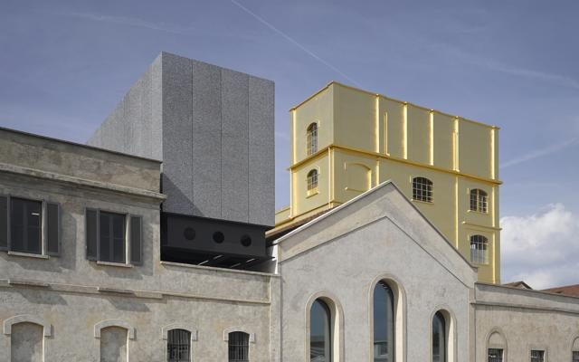 Foto Spettacolo Prada:    la  nuova     Fondazione nella periferia di Milano