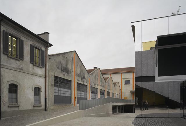 Spettacolo Prada:    la  nuova     Fondazione nella periferia di Milano