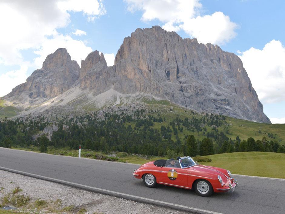 Belli e  famosi in auto sulle Dolomiti