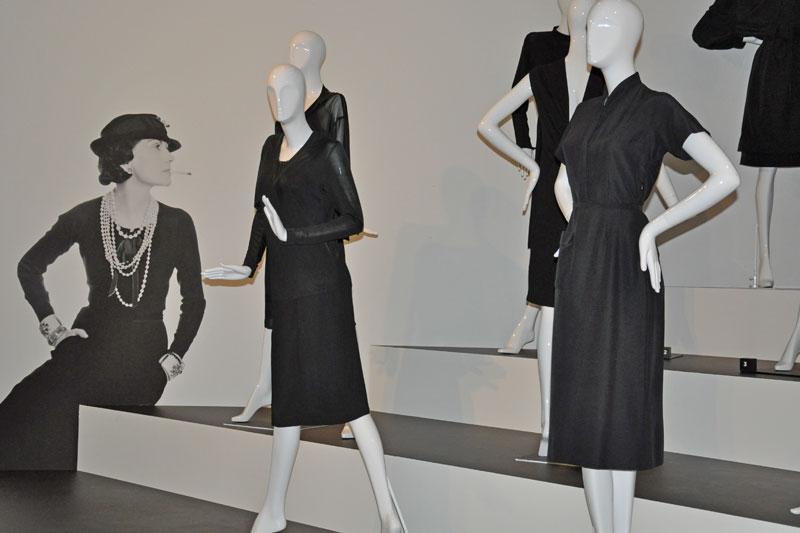 Coco e il little black dress: l?eleganza unica dei suoi semplici e inimitabili vestitini neri (foto: Valentina Castellano Chiodo)