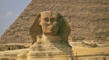 La Sfinge è un simbolo dell'Egitto e una meraviglia tra le piramidi di Giza