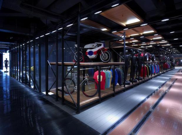 Il primo flagship store Pirelli