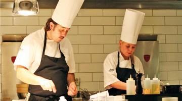 Lo chef Dag Tjersland, nella sua cucina dell?Elvebredden Restaurant di Oslo