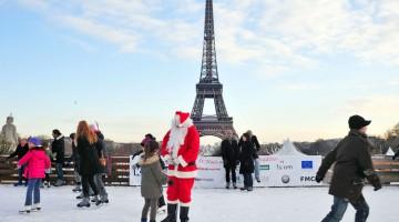 Un viaggio a Parigi in dicembre è una specie di sogno ad occhi aperti, da vivere passeggiando sulla Senna o nei quartieri allestiti con i tradizionali mercatini e le piste da pattinaggio (foto: Alamy/Milestonemedia)