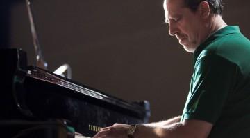 Giovanni Mazzarino è pianista e compositore, ma soprattutto il direttore artistico del Festival Piazza Jazz