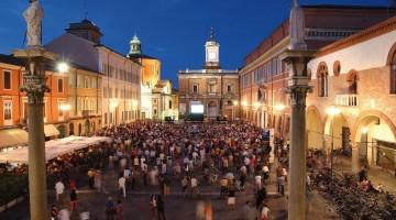 La Piazza del Popolo di Ravenna: la città dei mosaici offre mostre temporanee e festival musical d'eccellenza