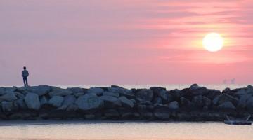Tramonto in Riviera: venerdì 6 luglio 2012, al motto di The pink side of the moon (il lato rosa della luna), torna sulla costa romagnola la tradizionale Notte Rosa