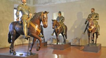 Nel Palazzo Ducale di Sabbioneta c'è la la Cavalcata, una serie di statue equestri fra le quali spicca quella di Vespasiano con l?armatura e i simboli del potere (foto: Valentina Castellano Chiodo)