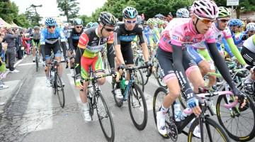 La maglia rosa Ryder Hesjedal alla partenza della nona tappa del Giro d'Italia 2012 (foto LaPresse – RCS Sport)